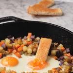 Huevos con verduras de temporada a la naranja